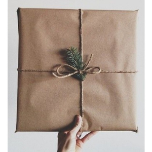 gift wrapping with card