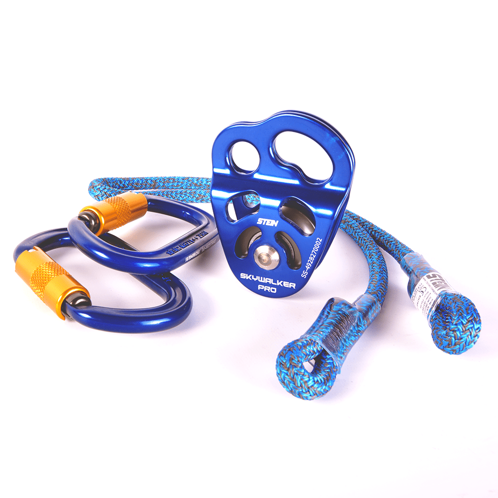 blue rope with hitch pulley and two clips